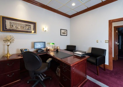 Office Space for lease in Omaha that has a nice leather chair